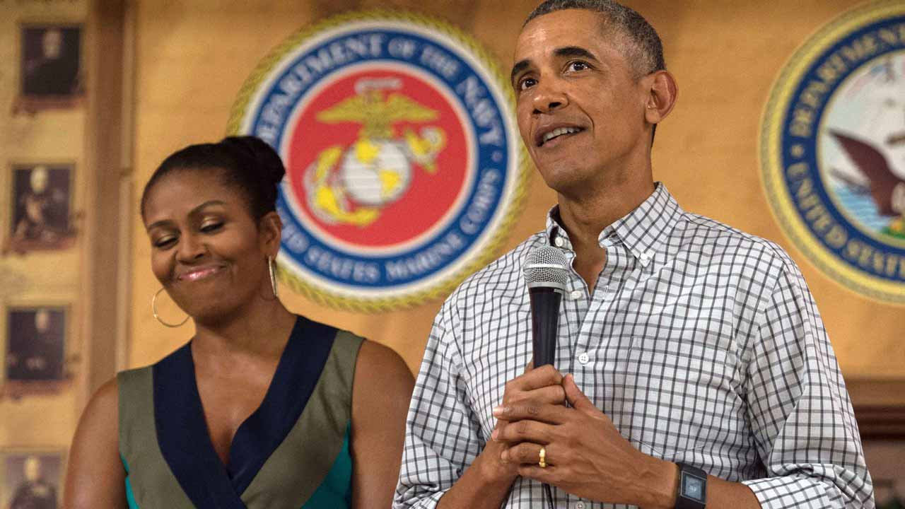 US President Barack Obama addresses troops with First Lady Michelle Obama at Marine Corps Base Hawaii in Kailua on December 25, 2016. PHOTO: NICHOLAS KAMM / AFP
