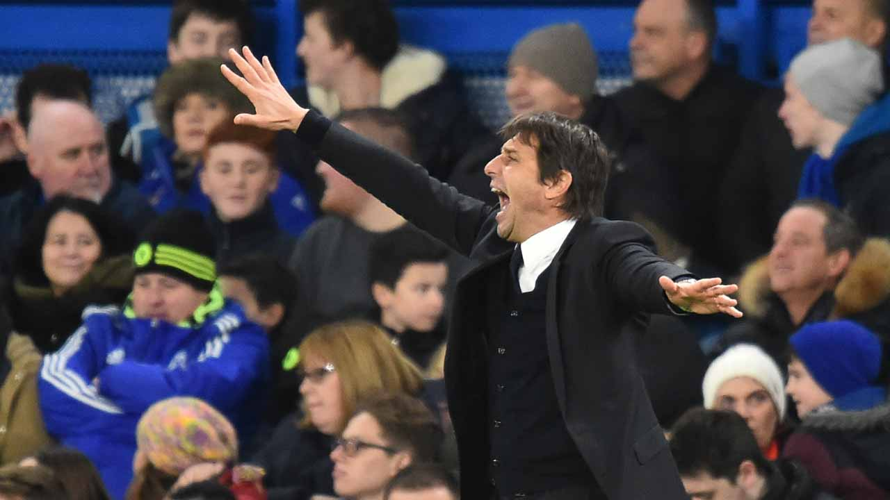 Chelsea's Italian head coach Antonio Conte gestures from the touchline during the English Premier League football match between Chelsea and Bournemouth at Stamford Bridge in London on December 26, 2016. PHOTO: Glyn KIRK / AFP