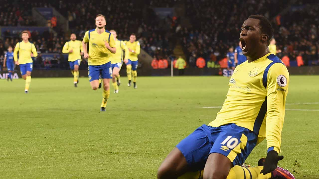 Everton's Belgian striker Romelu Lukaku celebrates after scoring their second goal during the English Premier League football match between Leicester City and Everton at King Power Stadium in Leicester, central England on December 26, 2016. Everton won the game 2-0. PHOTO: Paul ELLIS / AFP
