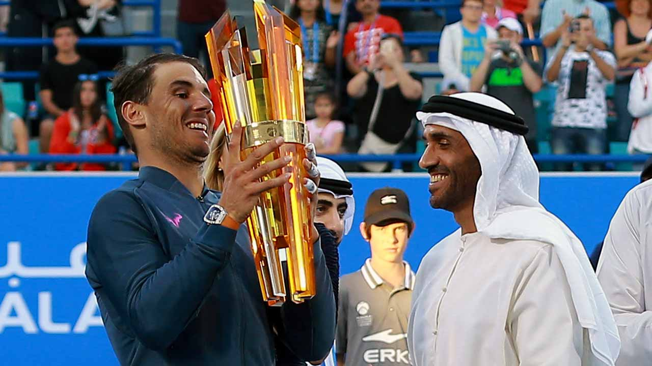 Spain's Rafael Nadal receives his trophy from Sheikh Nahyan bin Zayed al-Nahyan, Chairman of Abu Dhabi Sports Council, after defeating Belgium's David Goffin in the final match of the Mubadala World Tennis Championship 2016 in Abu Dhabi on December 31, 2016. PHOTO: NEZAR BALOUT / AFP