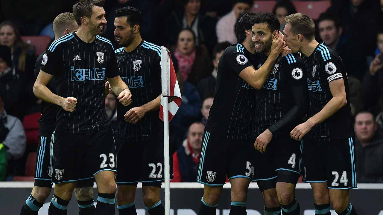 West Bromwich Albion's English-born Welsh striker Hal Robson-Kanu (2R) celebrates scoring his team's second goal during the English Premier League football match between Southampton and West Bromwich Albion at St Mary's Stadium in Southampton, southern England on December 31, 2016. PHOTO: Glyn KIRK / AFP