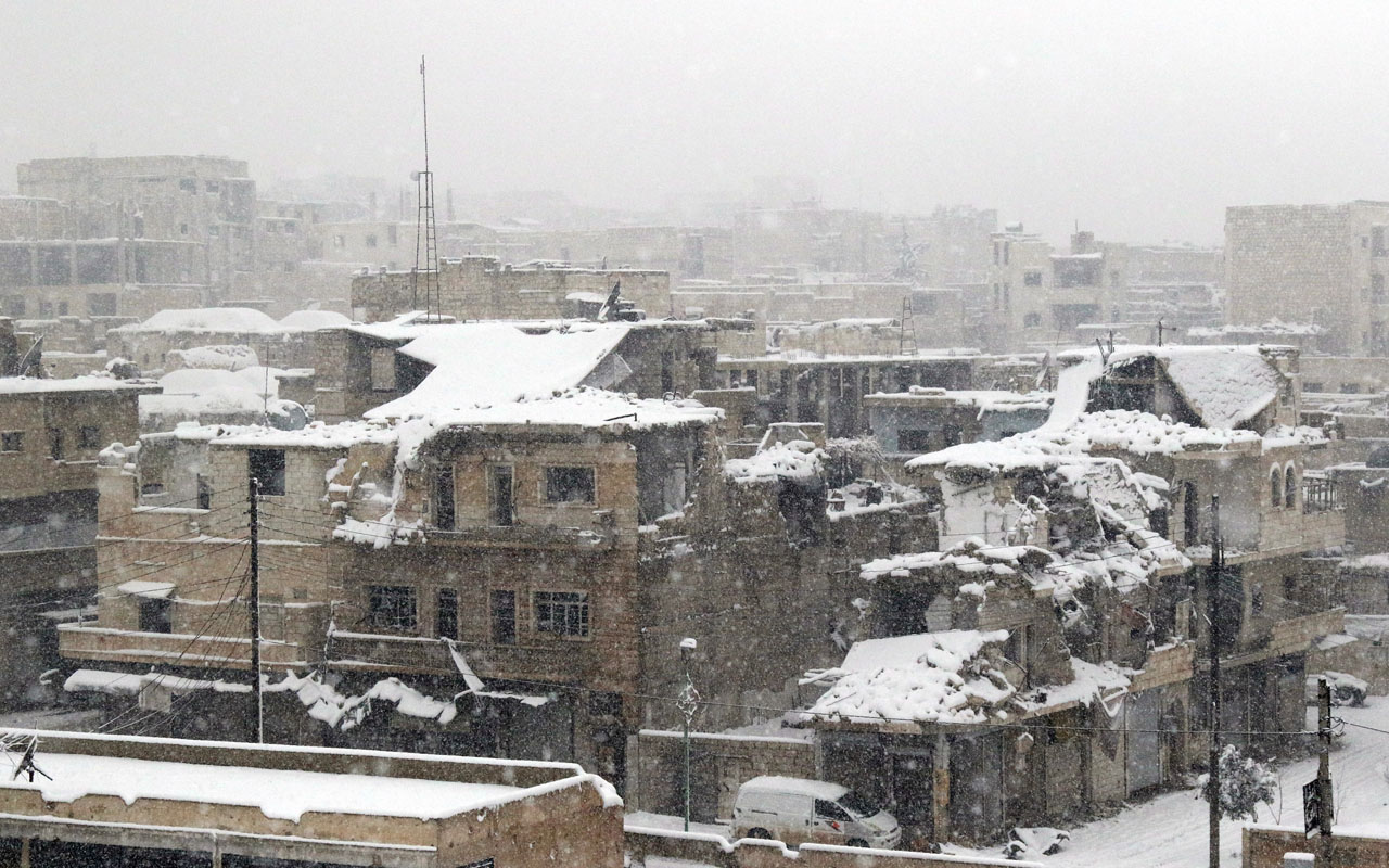 A picture shows ruins covered in snow in the town of Maaret al-Numan, in Syria's northern province of Idlib, on December 21, 2016. Rebels and civilians who have sought refuge in the opposition-held province of Idlib, most recently from second city Aleppo, say they are suffering from skyrocketing prices and overpopulation. At least 25,000 people, including rebel fighters, have left east Aleppo since last week under an evacuation deal that will see the city come under full government control. / AFP PHOTO / Mohamed al-Bakour