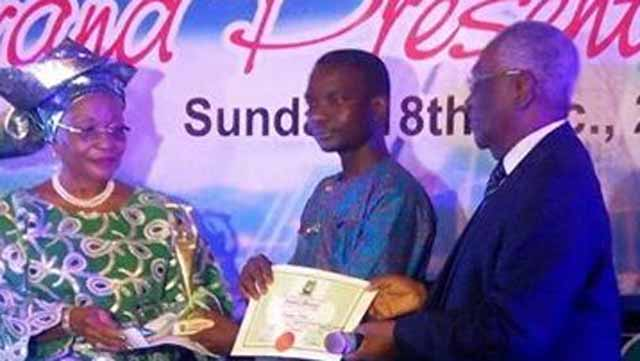 The Guardian's Correspondent, Mr. Gbenga Salau, receiving the Award for Print Journalist at the Nigeria Media Merit Award (NMMA) 2016 Grand Award Presentation Ceremony in Lagos.