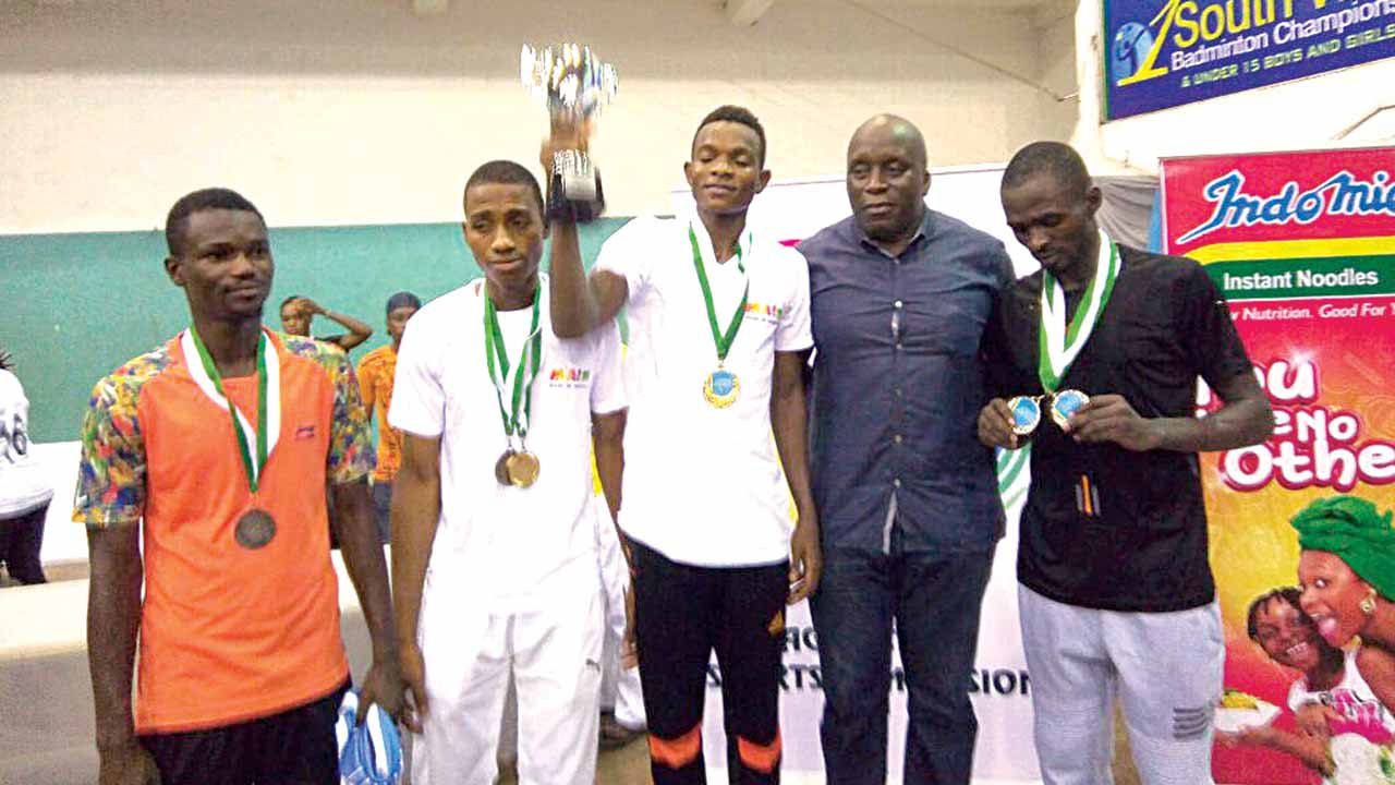 Chairman, Lagos State Sports Commission, Mr. Deji Tinubu (second right); Winner of Men's Singles, Olofua Godwin of Lagos (third right), and others during presentation of medals at the maiden Lagos Governor's South West Badminton Championship held in Lagos…during the weekend.