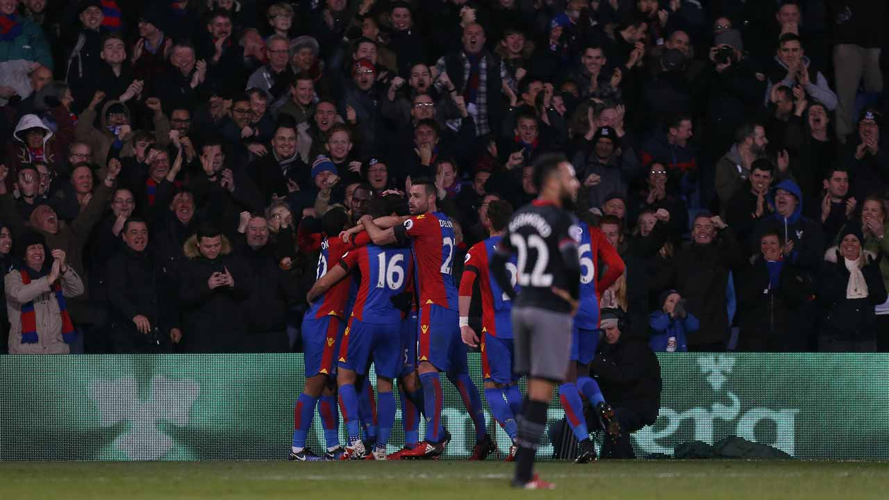 Crystal Palace's Zaire-born Belgian striker Christian Benteke celebrates scoring his team's third goal during the English Premier League football match between Crystal Palace and Southampton at Selhurst Park in south London on December 3, 2016. Ian KINGTON / AFP