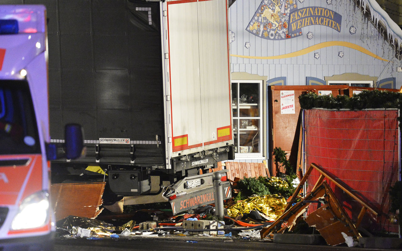 View of the truck that crashed into a christmas market at Gedächniskirche church in Berlin, on December 19, 2016 killing at least nine people and injuring at least 50 people. / AFP PHOTO / Odd ANDERSEN /