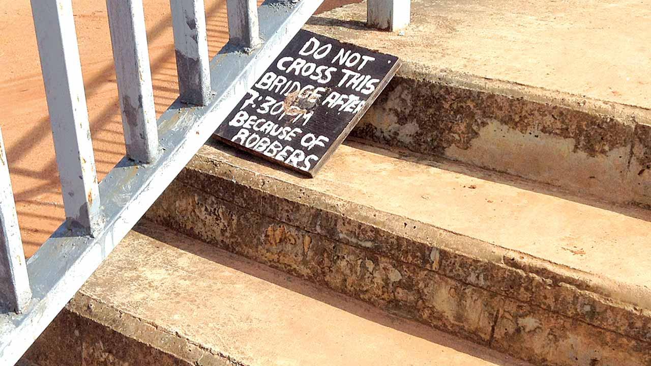 Warning sign at the foot of Wuye bridge