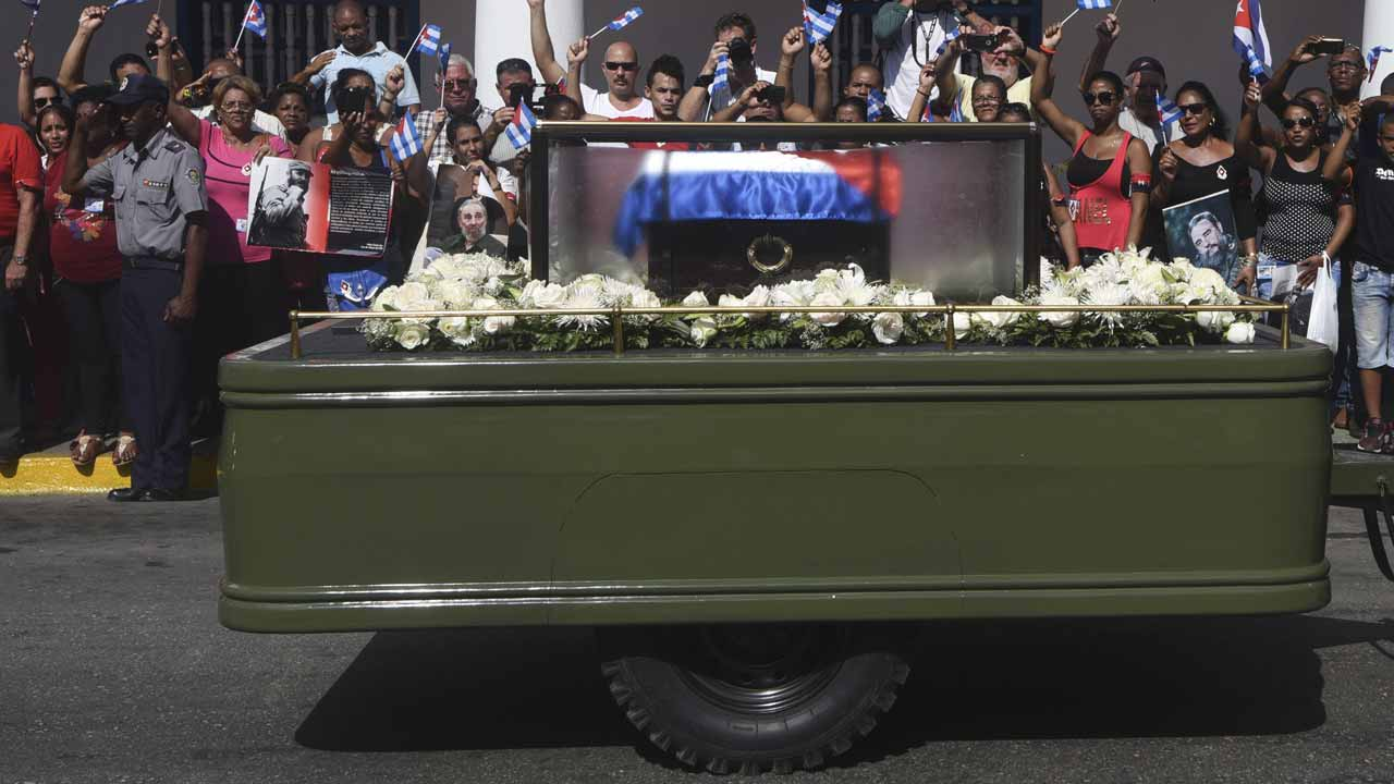 The urn with the ashes of Cuban leader Fidel Castro arrives in Santiago, Cuba on December 3, 2016. The convoy carrying the ashes of Cuba's late communist leader Fidel Castro ends an island-wide journey on Saturday in the cradle of his revolution for a big ceremony before his burial. RODRIGO ARANGUA / AFP