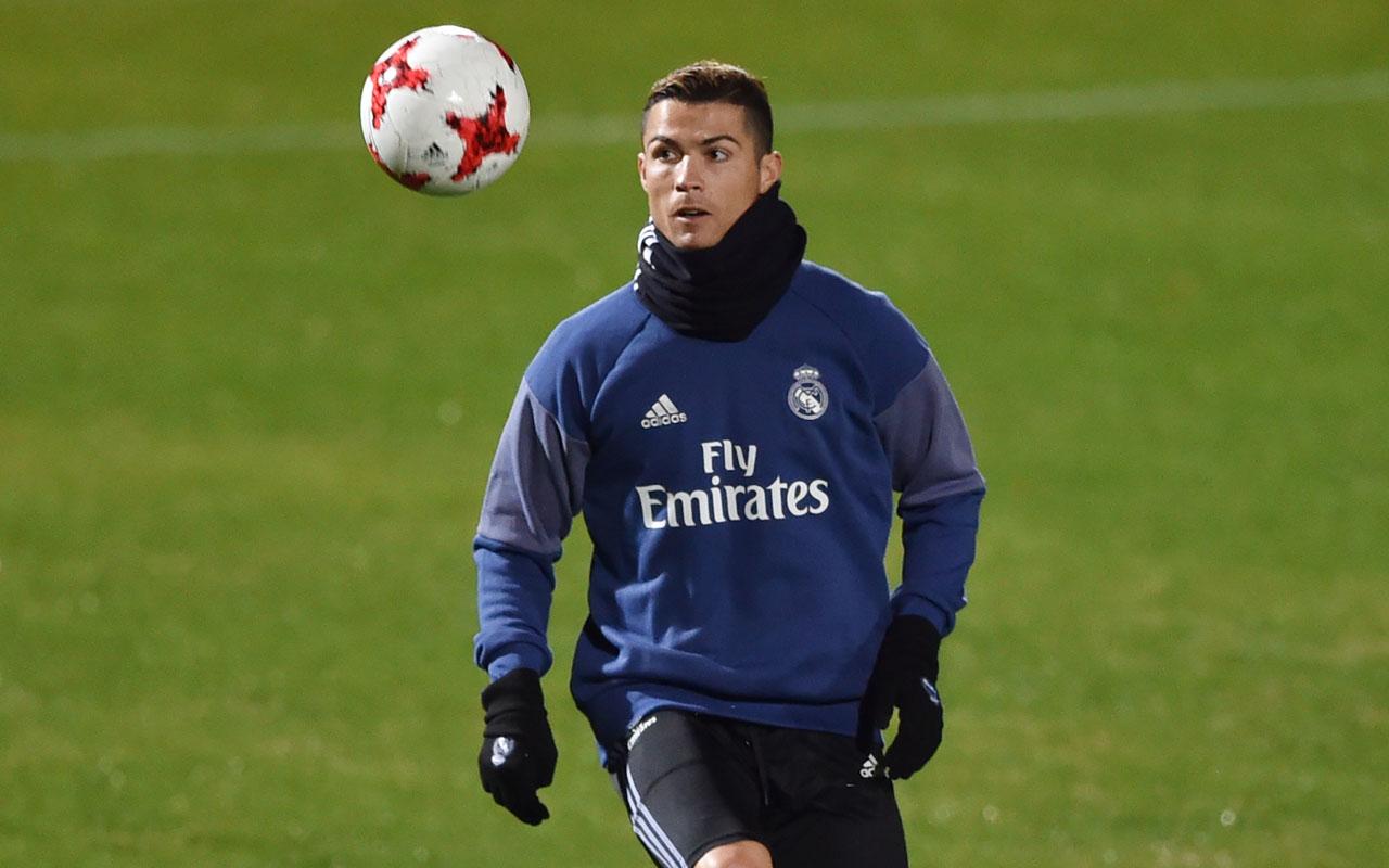 Real Madrid's Portuguese forward Christiano Ronaldo / AFP PHOTO / KAZUHIRO NOGI