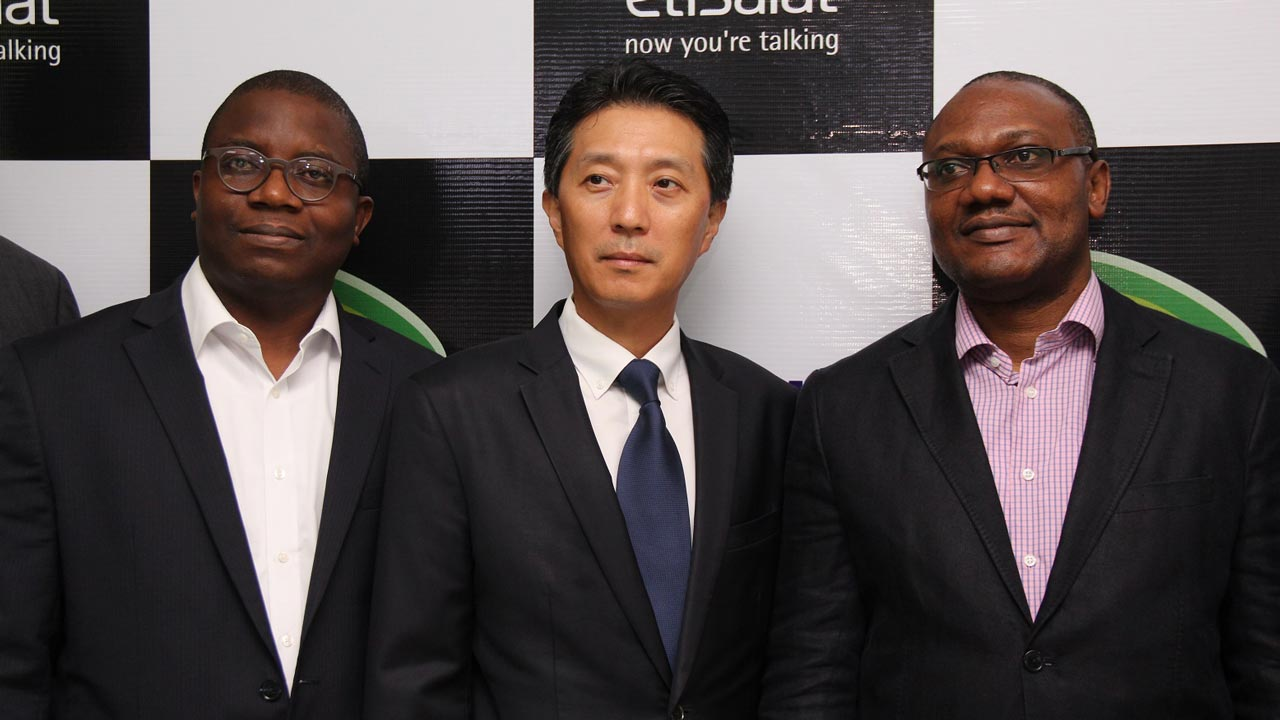 Director, Consumer Segment, Etisalat Nigeria, Adeola Dairo; Managing Director, Samsung West Africa, Paul Lee and Vice President, Marketing, Etisalat Nigeria, Adebisi Idowu at the launch of Samsung Experience Zone… in Lagos