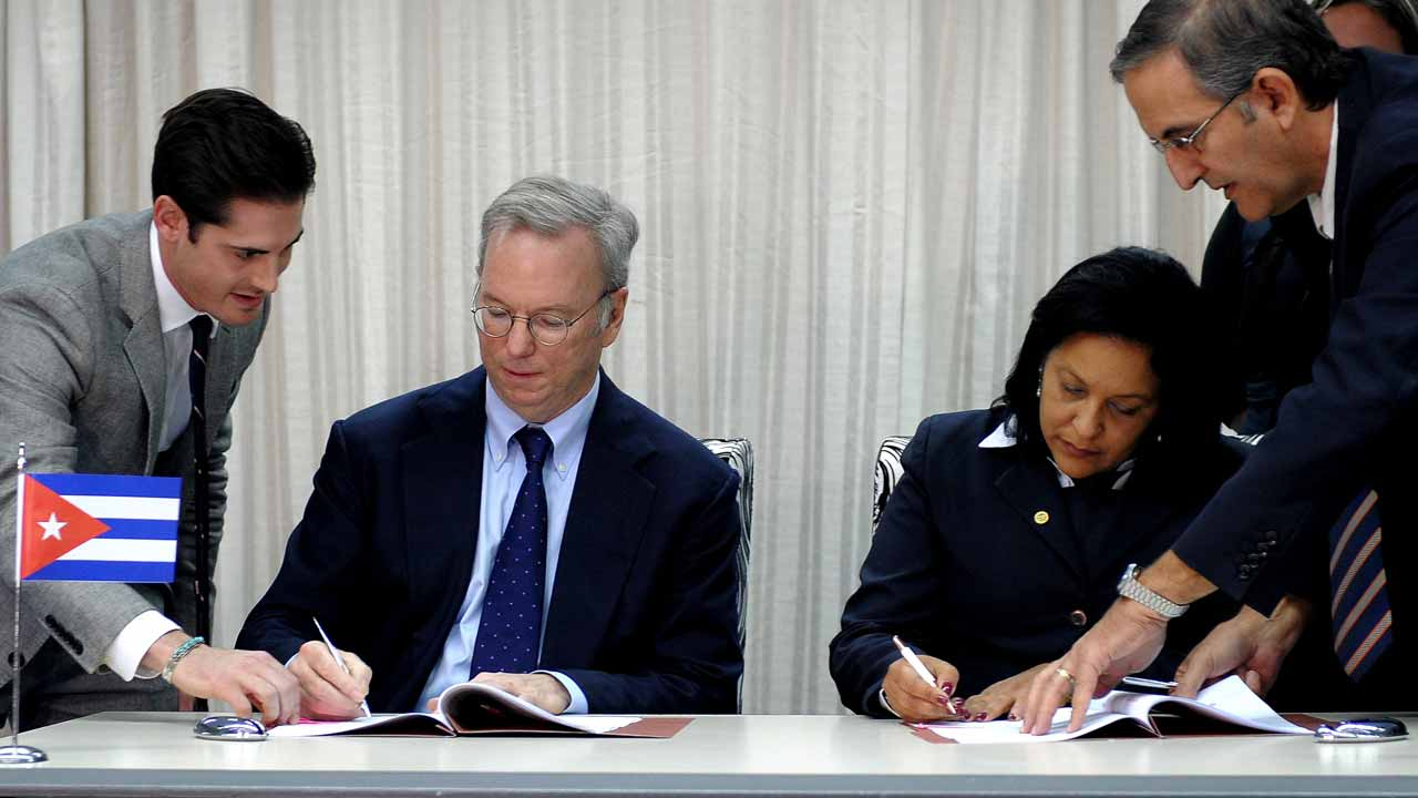 Google Executive Chairman Eric Schmidt (2-L) and Cuban national telecom provider (ETECSA) president executive Mayra Arevich (2-R) sign a bilateral agreement in Havana, on December 12, 2016. YAMIL LAGE / AFP