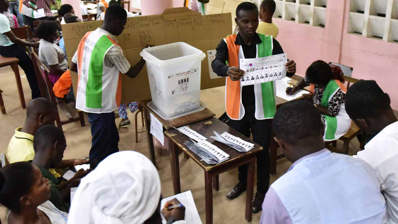Members of the Independent Electoral Commission (IEC) count ballots of Ivory Coast's general elections in Le Plateau, in Abidjan on December 18, 2016. Ivory Coast voted on December 18, 2016 in elections that President Alassane Ouattara hopes will strengthen his hold in parliament in order to help keep the world's top cocoa producer in the economic fast lane. Sia KAMBOU / AFP
