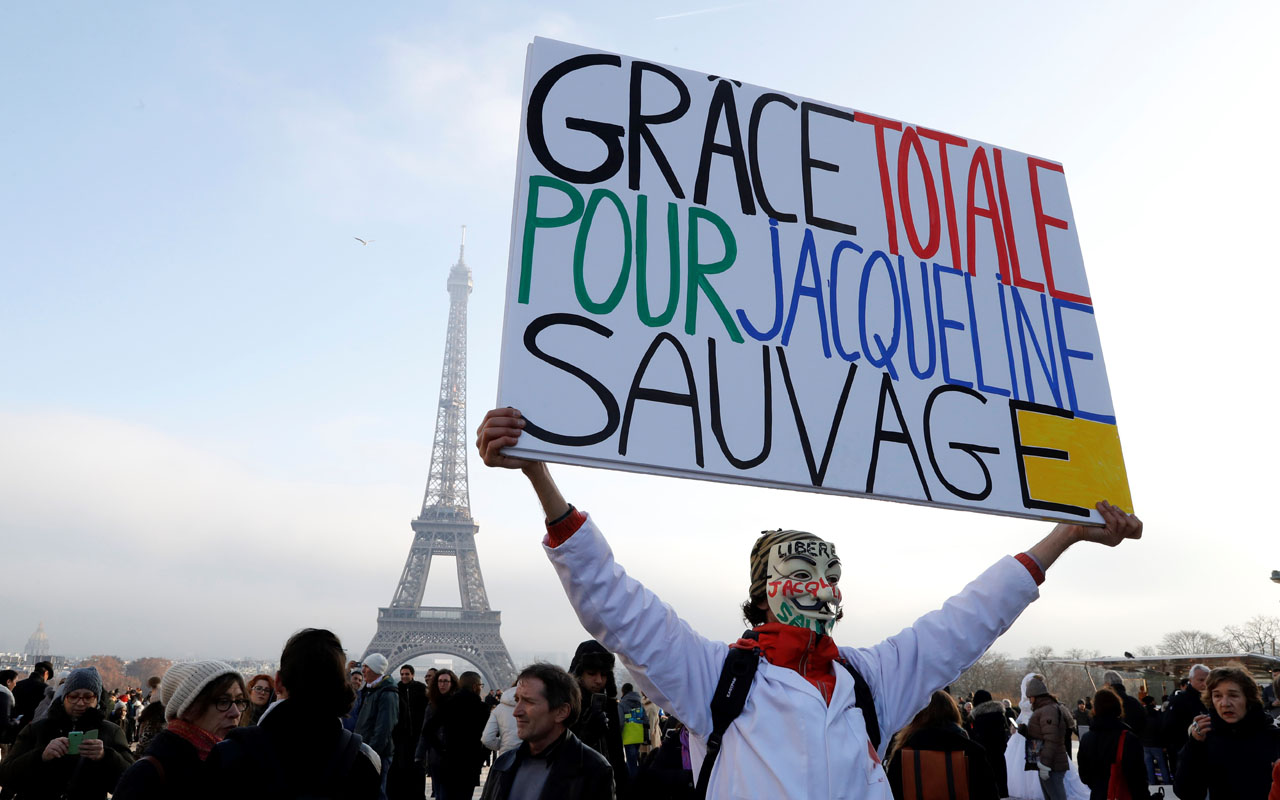 (FILES) This file photo taken on December 10, 2016 shows French protester Jean-Baptiste Redde, aka Voltuan attending a demonstration to call for the release of Jacqueline Sauvage, a woman sentenced to ten years in prison for murdering her violent husband, at the Esplanade du Trocadero in Paris. French President Francois Hollande granted a presidential pardon to Jacqueline Sauvage, the Elysee announced on December 28, 2016 in a press release. / AFP PHOTO / FRANCOIS GUILLOT