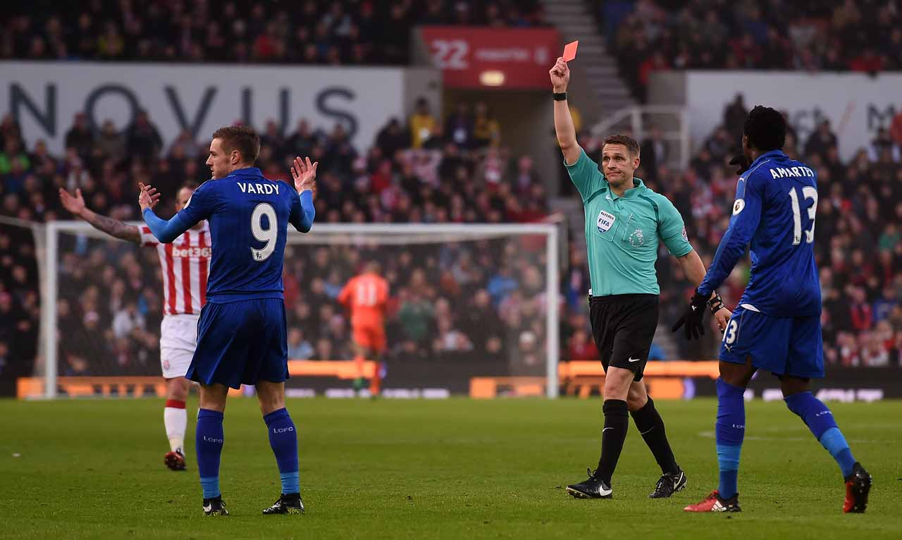 English referee Craig Pawson (C) shows a red card to Leicester City's English striker Jamie Vardy (2L) during the English Premier League football match between Stoke City and Leicester City at the Bet365 Stadium in Stoke-on-Trent, central England on December 17, 2016.  Paul ELLIS / AFP