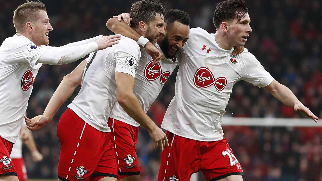 Southampton's English striker Jay Rodriguez (2L) celebrates scoring his team's third goal with Southampton's English midfielder Nathan Redmond (C) and Southampton's Danish midfielder Pierre-Emile Hojbjerg during the English Premier League football match between Bournemouth and Southampton at the Vitality Stadium in Bournemouth, southern England on December 18, 2016.  Adrian DENNIS / AFP