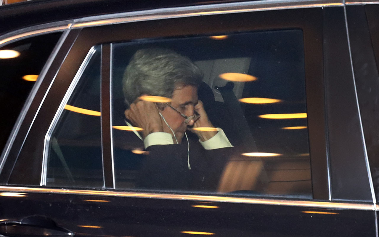 US Secretary of State John Kerry (C) sits in his car after a talk with the Russian Foreign Minister Sergei Lavrov prior a two-day foreign ministers' meeting of the Organisation for Security and Cooperation in Europe (OSCE) in Hamburg, northern Germany, on December 7, 2016. / AFP PHOTO / dpa / Christian Charisius / Germany OUT