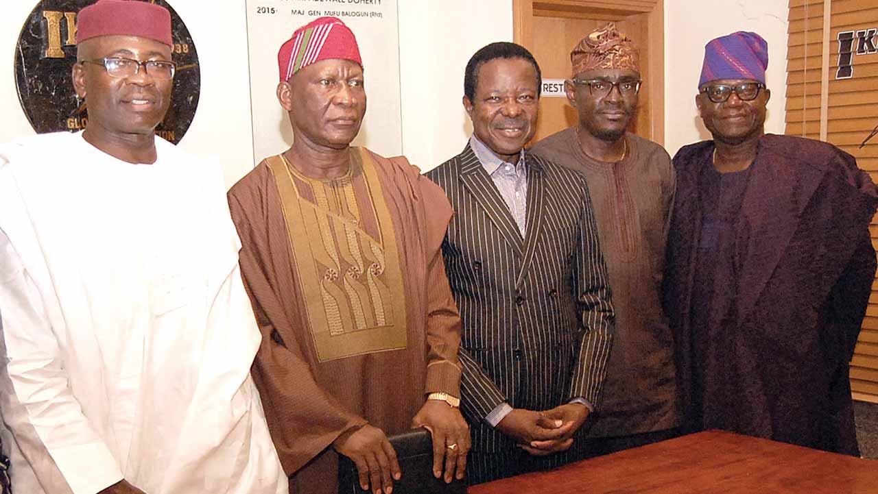 Vice Chairman, Mr. OlusholaAdeosun (left); Club Chairman, Major Gen. Mufutau Balogun (Rtd.); King Sunny Ade; Secretary, Mr. Tokunbo Ogundipe and Bar Adviser, Mr. Tafa Zibiri-Aliu.