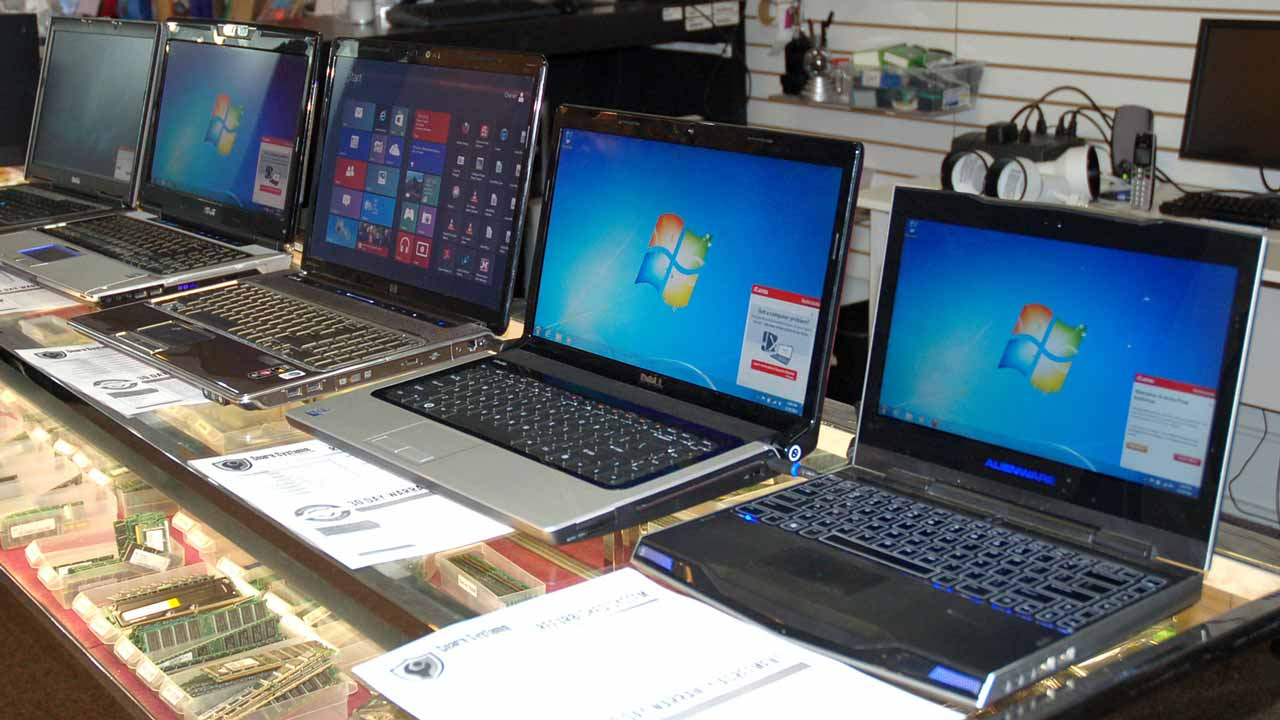 A total of 759 laptops and computers were lost and an additional 32 were stolen between the May 2015 election and October 2016, records released by the Press Association show. PHOTO: Tech4Gamers