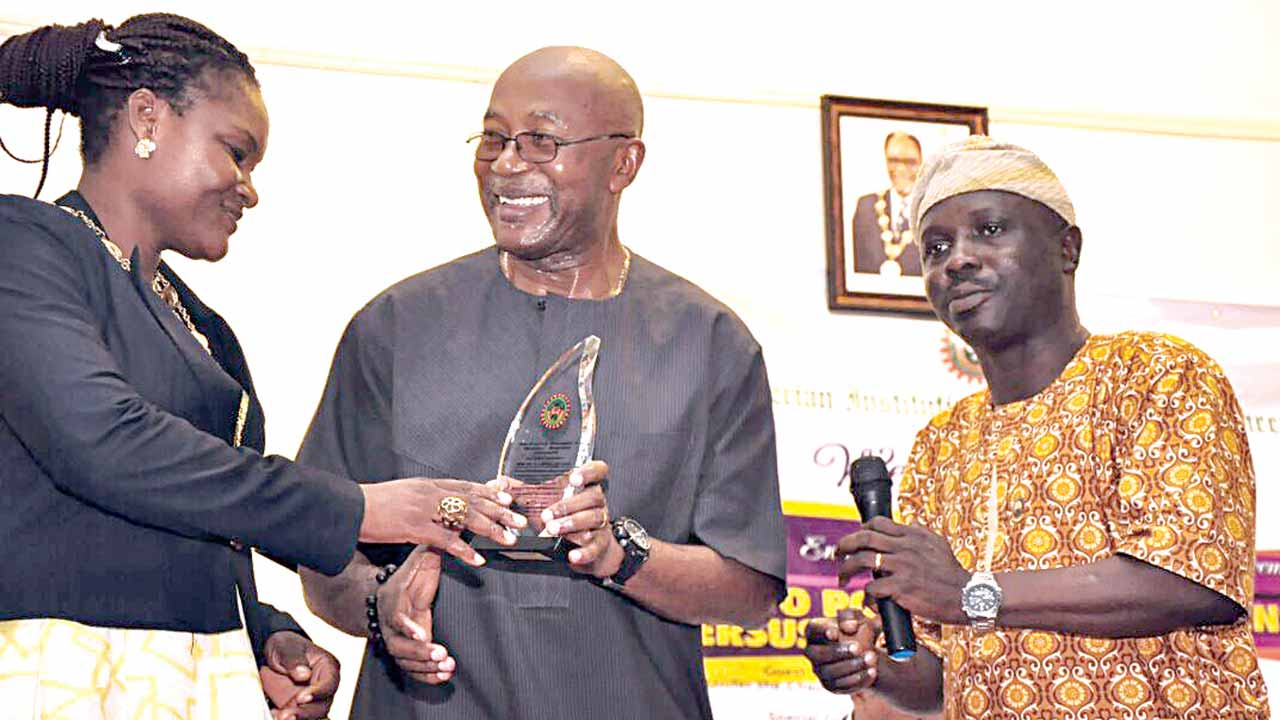 Lagos State Chairman of Nigerian Institution of Mechanical Engineers (NIMECHE), Mrs. Funmi Akingbagbohun (left), Founding Partner, Execution Edge Limited, Dr. Okechukwu John Mbonu and the General Secretary of NIMECHE, Akintayo Akintola at the presentation of award to the guest lecturer at the event in Lagos… PHOTO: Victor Gbonegun