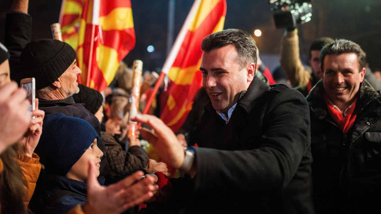 Zoran Zaev (C), the leader of the oppositional Social Democratic Union of Macedonia (SDSM) party, greets his supporters during their last election rally in Skopje on December 9, 2016 ahead of parlamentary elections to be held on 11 December. Robert ATANASOVSKI / AFP