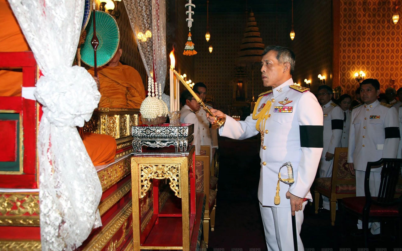 """(FILES) This file handout picture received from the Thai Royal Bureau and taken on October 16, 2016 shows Thailand's Crown Prince Maha Vajiralongkorn taking part in a ceremony to pay respects to his late father King Bhumibol Adulyadej in the Grand Palace in Bangkok. Thailand's new King Maha Vajiralongkorn has issued a mass prisoner pardon, a first act of """"mercy"""" as monarch as he reaches out to his subjects following the death of his beloved father. / AFP PHOTO / Thai Royal Bureau / HO /"""