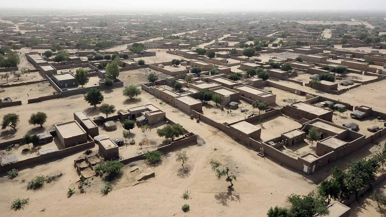 """This file photo taken on February 17, 2013 shows an aerial view of Gao, northern Mali. A Frenchwoman who runs an aid group has been kidnapped in Mali, the French foreign ministry confirmed on December 25, 2016. Sophie Petronin was abducted in Gao, in Mali's restive north, on December 24, the ministry said, adding that French and Malian authorities were working together """"to find and free our compatriot as quickly as possible"""". PASCAL GUYOT / POOL / AFP"""