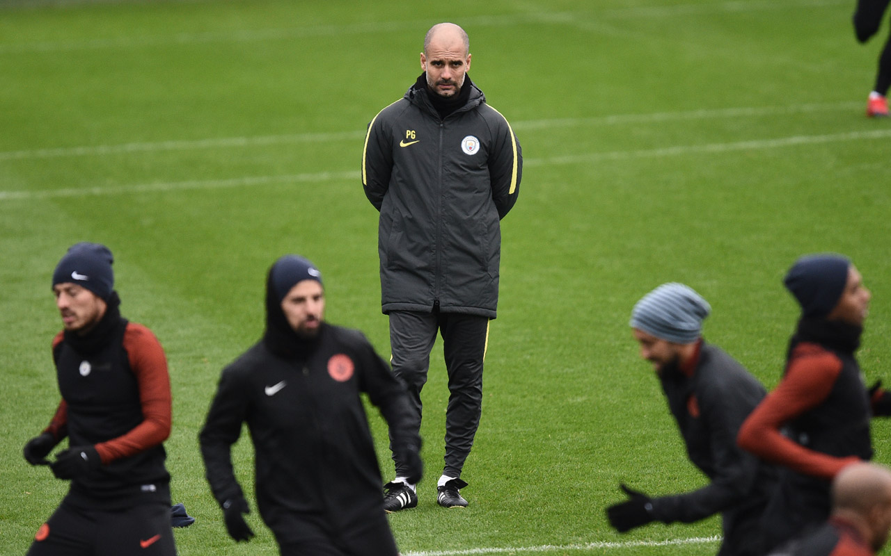 Manchester City's Spanish football coach Pep Guardiola (C) attends a training session at the City Football Academy in Manchester, northern England, on November 22, 2016. Manchester City are due to play VfL Borussia Moenchengladbach in Group C of the UEFA Champions League tomorrow. / AFP PHOTO / OLI SCARFF