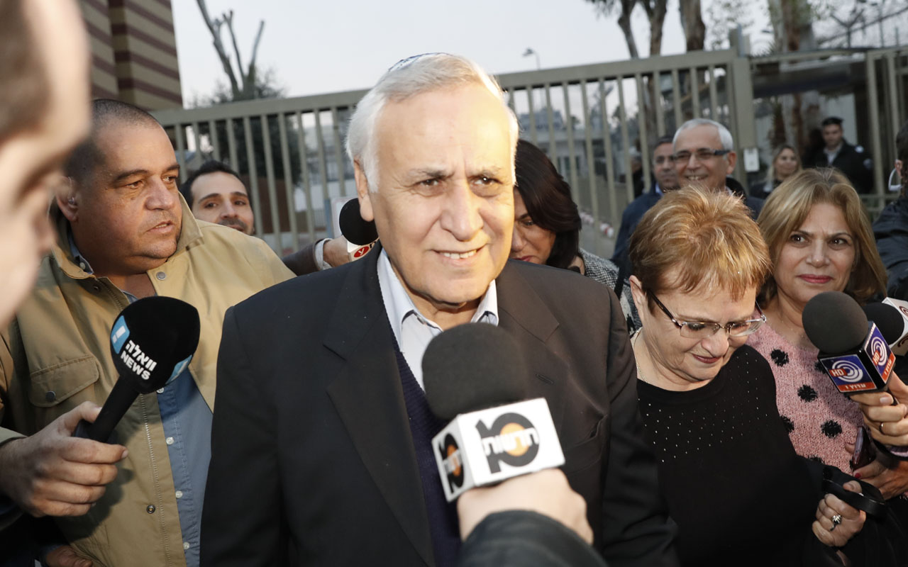 Former Israeli president Moshe Katsav, 71, leaves prison on December 21, 2016 in Ramla. Katsav was freed from prison after prosectors declined to appeal a parole board decision to release him after he served five years of a seven-year term for rape.  / AFP PHOTO / Jack GUEZ