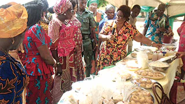Leader of the National Root Crops Research Institute (NRCRI) Empowerment Training Team, Dr. Mrs Chinyere Anaedu, displaying some of the root and tuber crops products.