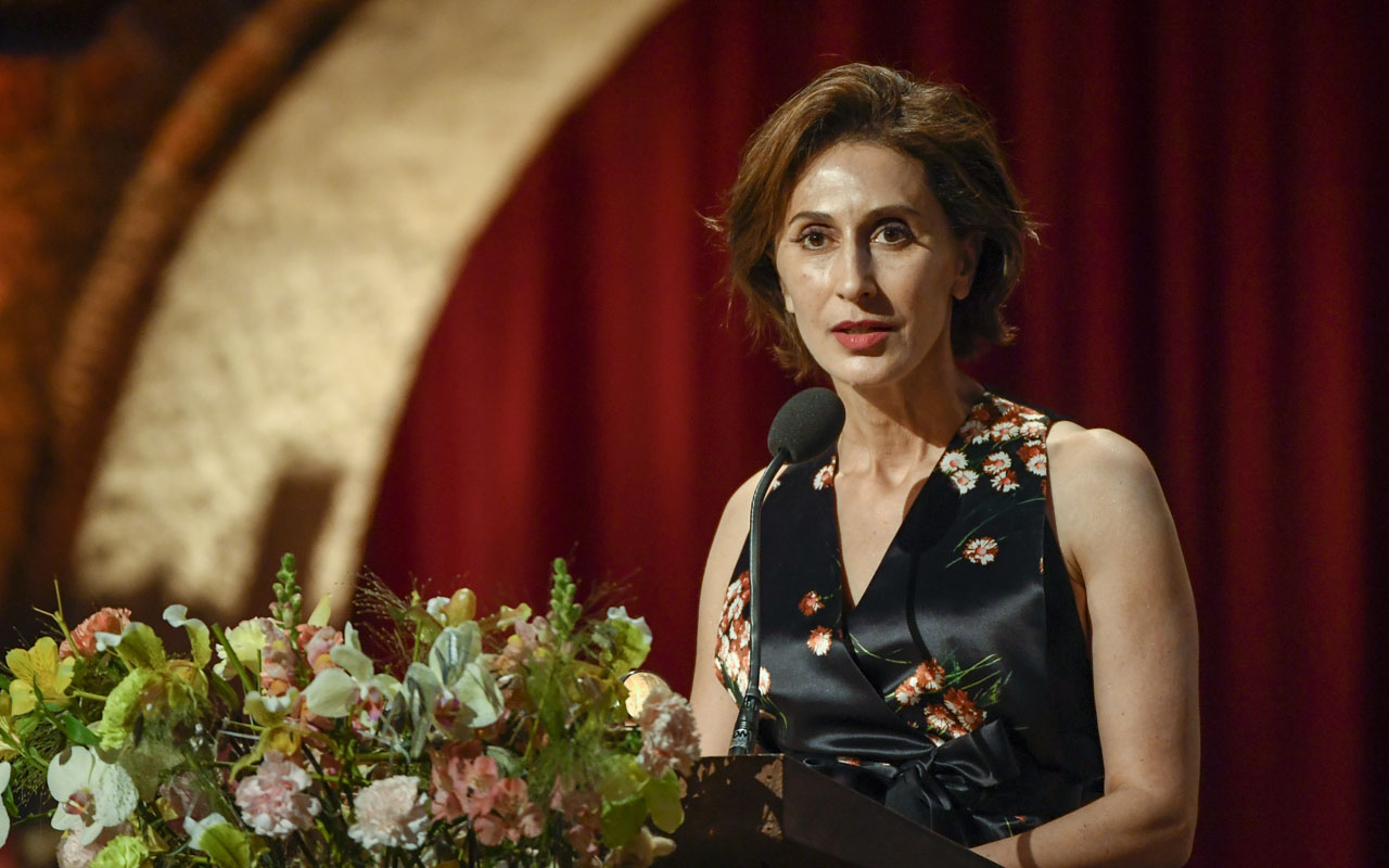 US ambassador Azita Rajis delivers a Banquet Speech written by Literature laureate Bob Dylan at the 2016 Nobel Prize banquet at the Stockholm City Hall on December 10, 2016. / AFP PHOTO / TT NEWS AGENCY AND TT News Agency / HENRIK MONTGOMERY / Sweden OUT