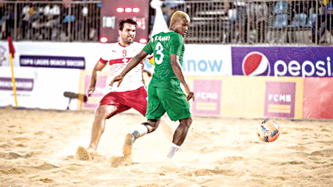 Supersand Eagles' striker, Ogbonnaya Okemiri (right) tries to evade a Swiss star during their game at the Copa Lagos Beach Soccer Championship at the Eko Atlantic. Nigeria is aiming to qualify for the Bahamas 2017 FIFA Beach Soccer World Cup. PHOTO: KINETICSPORTS.