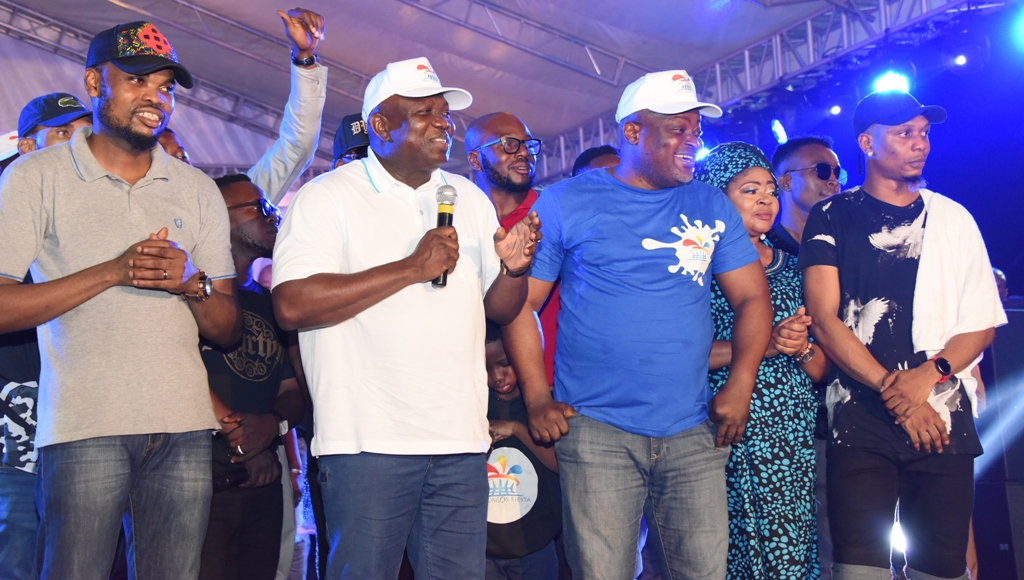 Lagos State Governor, Mr. Akinwunmi Ambode (2nd left); Speaker, Lagos State House of Assembly, Rt. Hon. Mudashiru Obasa (middle); Musician, Queen Salawa Abeni (2nd right); Hip-Hop/Rap Artist, Reminisce (right) and Comedian, Omobaba (left) during the Opening of the One Lagos Fiesta at the Agege Stadium, on Saturday, December 24, 2016.