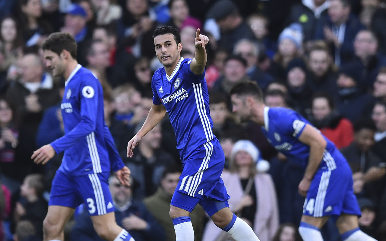 Chelsea's Spanish midfielder Pedro (C) celebrates scoring the opening goal during the English Premier League football match between Chelsea and Bournemouth at Stamford Bridge in London on December 26, 2016. / AFP PHOTO / Glyn KIRK /