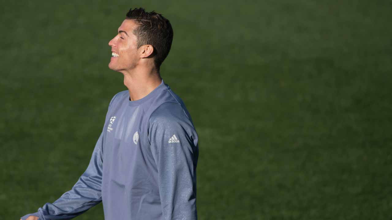 Real Madrid's Portuguese forward Cristiano Ronaldo attends a training session on the eve of the UEFA Champions league football match Real Madrid vs Borussia Dortmund at the Real Madrid's training ground of Valdebebas in Madrid on December 6, 2016. CURTO DE LA TORRE / AFP