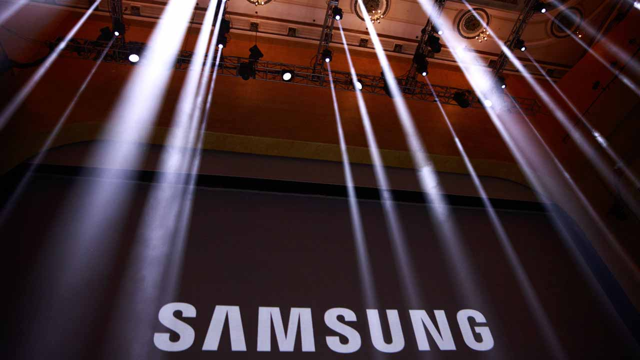 FILES) This file photo taken on August 1, 2016 shows the Samsung logo displayed on a screen prior to the start of a launch event for the Samsung Galaxy Note 7 in New York. The US Supreme Court on December 6, 2016 tossed out a $399 million patent award from Samsung over copying Apple's iPhone design, sending the case back to a lower court.The justices ruled 8-0 that Samsung should not be required to forfeit the entire profits from its smartphones for infringement on design components, in a case closely watched by the tech industry. Drew Angerer / GETTY IMAGES NORTH AMERICA / AFP