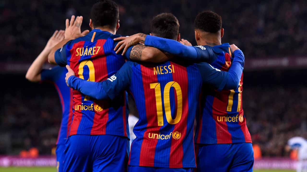 Barcelona's Uruguayan forward Luis Suarez (L) celebrates a goal with teammates Argentinian forward Lionel Messi (C) and Brazilian forward Neymar during the Spanish league football match FC Barcelona vs RCD Espanyol at the Camp Nou stadium in Barcelona on December 18, 2016. JOSEP LAGO / AFP