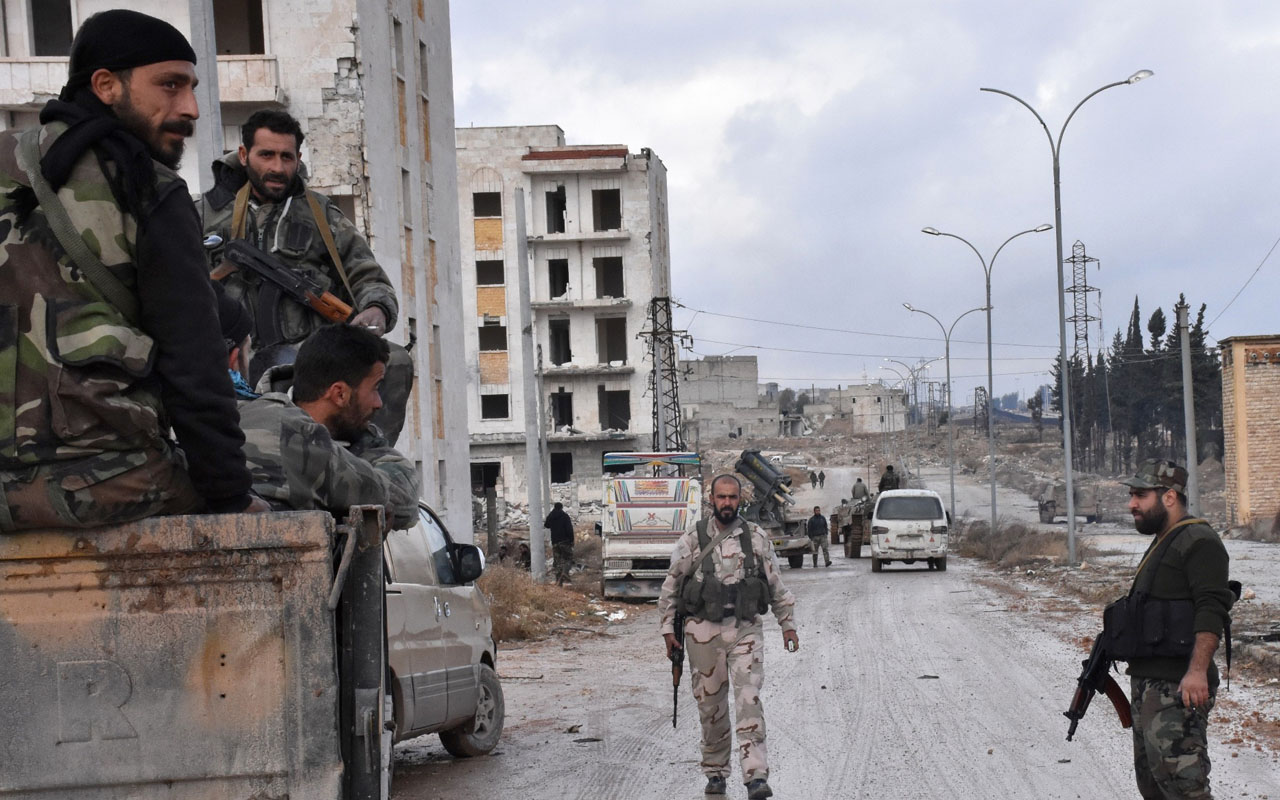 Syrian pro-government forces set up an outpost on December 2, 2016 in the Aleppo's eastern neighbourhood of Sakan al-Shababi after they retook from rebel fighters. President Bashar al-Assad's forces captured Aleppo's northeast this week and were focused on seizing Sheikh Saeed, a large district on the city's southeast edges. The government assault on the northern city has spurred a mass exodus of tens of thousands of residents from the opposition-held east and prompted fresh calls by Russia for aid corridors. / AFP PHOTO / GEORGE OURFALIAN