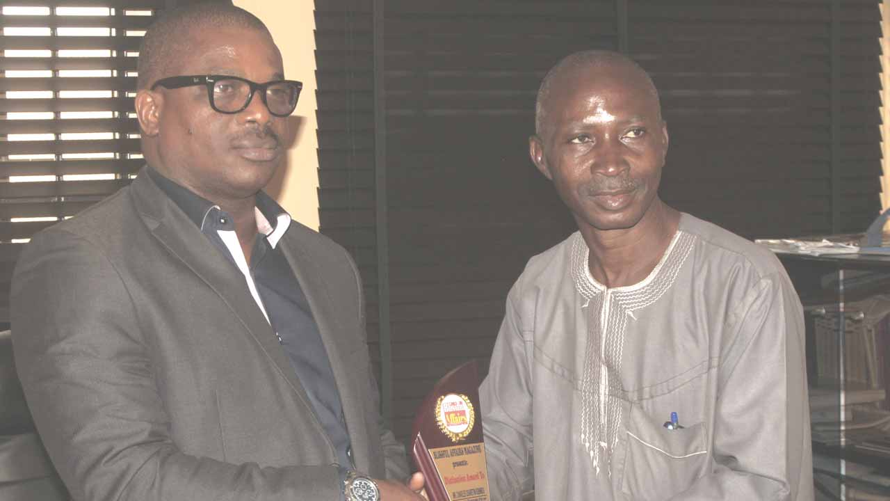 Managing Director of TPT International, Charles Igbinidu, receiving the 'Most Outstanding PR Personality of the Year 2016' award by Blissful Affairs Magazine from Publisher of Global Times Magazine,  Tunde Bello.….in Lagos