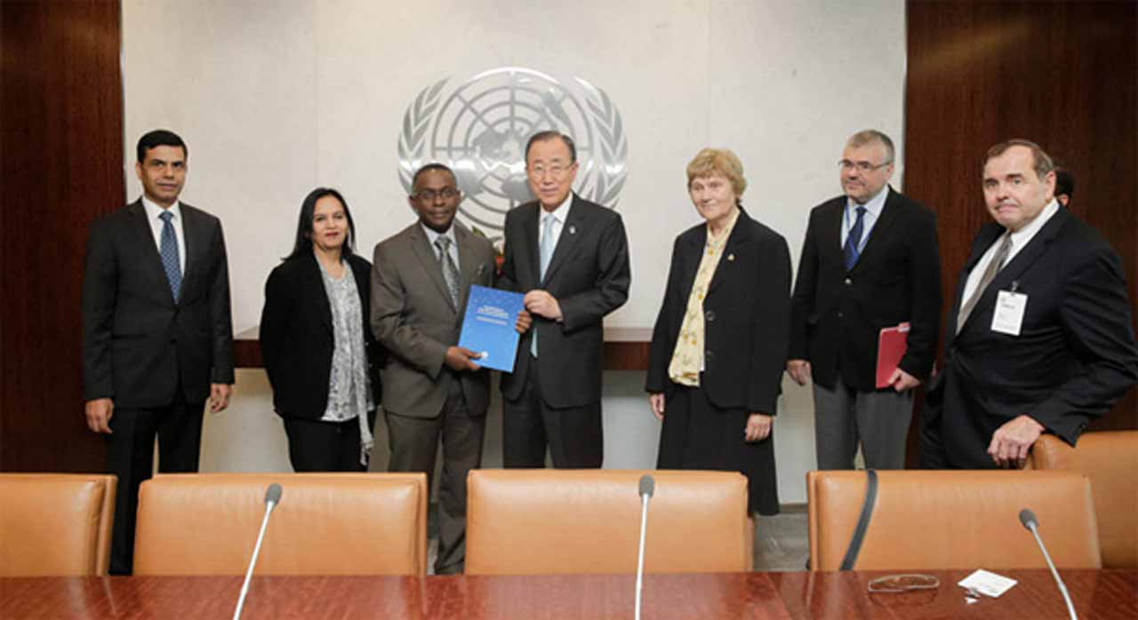 UN photo, Evan Schneider Dorte Olesen (third from right), GÉANT Board of Directors member, at Handover of the Report of the High Level Panel of Experts on Technology Bank and Science.