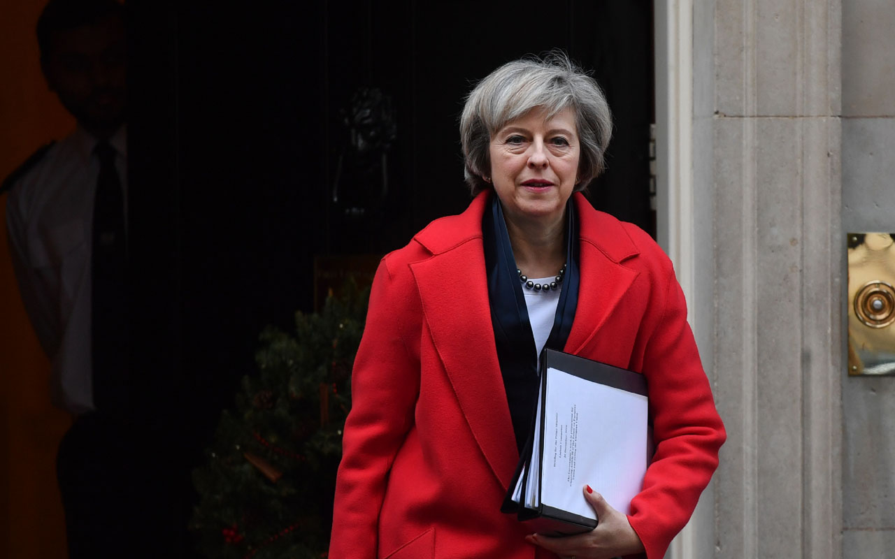 Britain's Prime Minister Theresa May leaves 10 Downing Street in London on December 20, 2016 ahead of an evidence session with the Commons Liason Committee at the House of Commons. The prime minister was set to appear before the parliamentary committee to be questioned on Brexit. / AFP PHOTO / BEN STANSALL