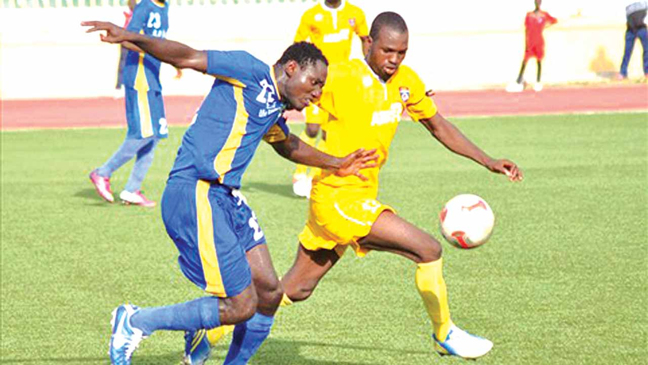 A player of Warri Wolves trying to beat his challenger during the 2015/2016 season. The team failed to escape relegation.