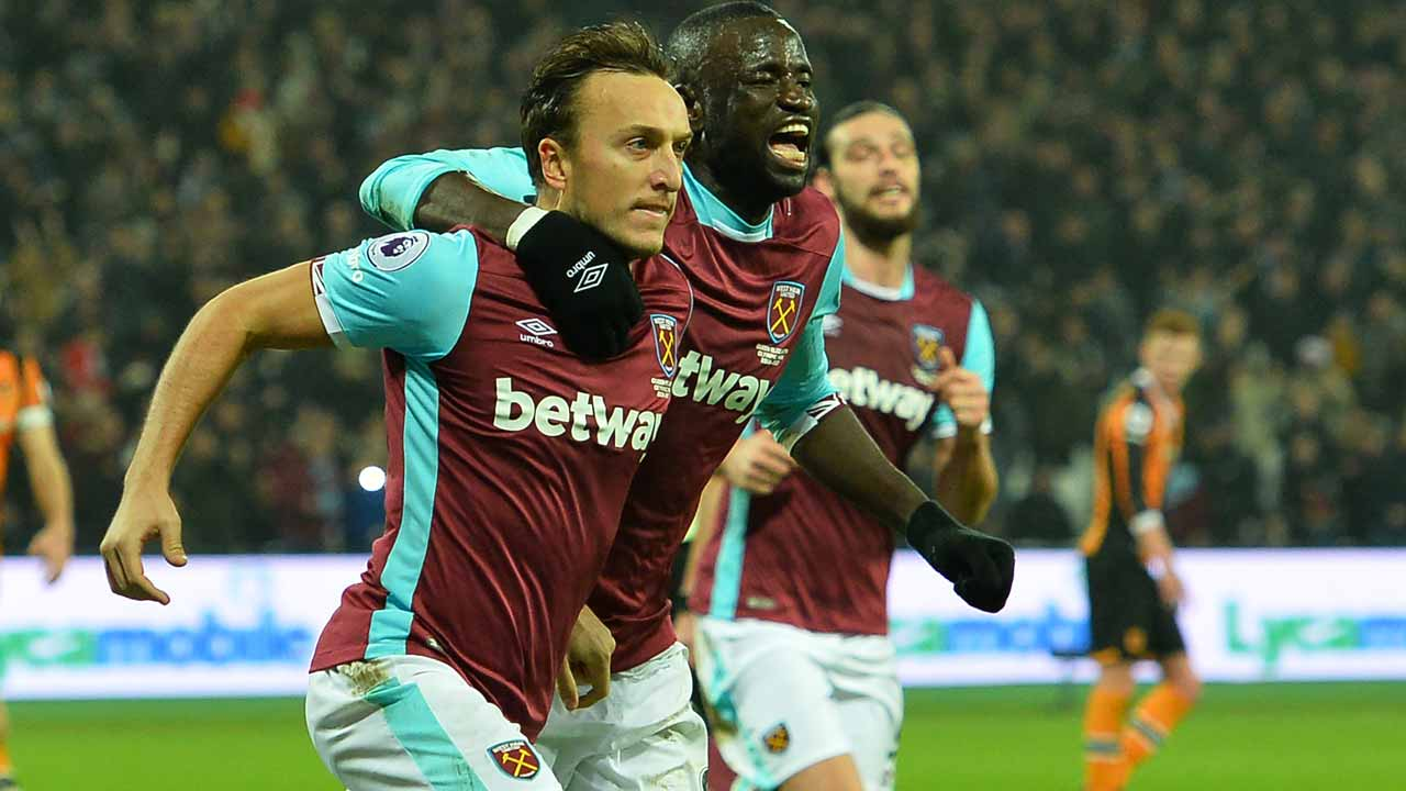 West Ham United's English midfielder Mark Noble (L) celebrates with West Ham United's Senegalese midfielder Cheikhou Kouyate after scoring the opening goal from the penalty spot during the English Premier League football match between West Ham United and Hull City at The London Stadium, in east London on December 17, 2016. Glyn KIRK / AFP