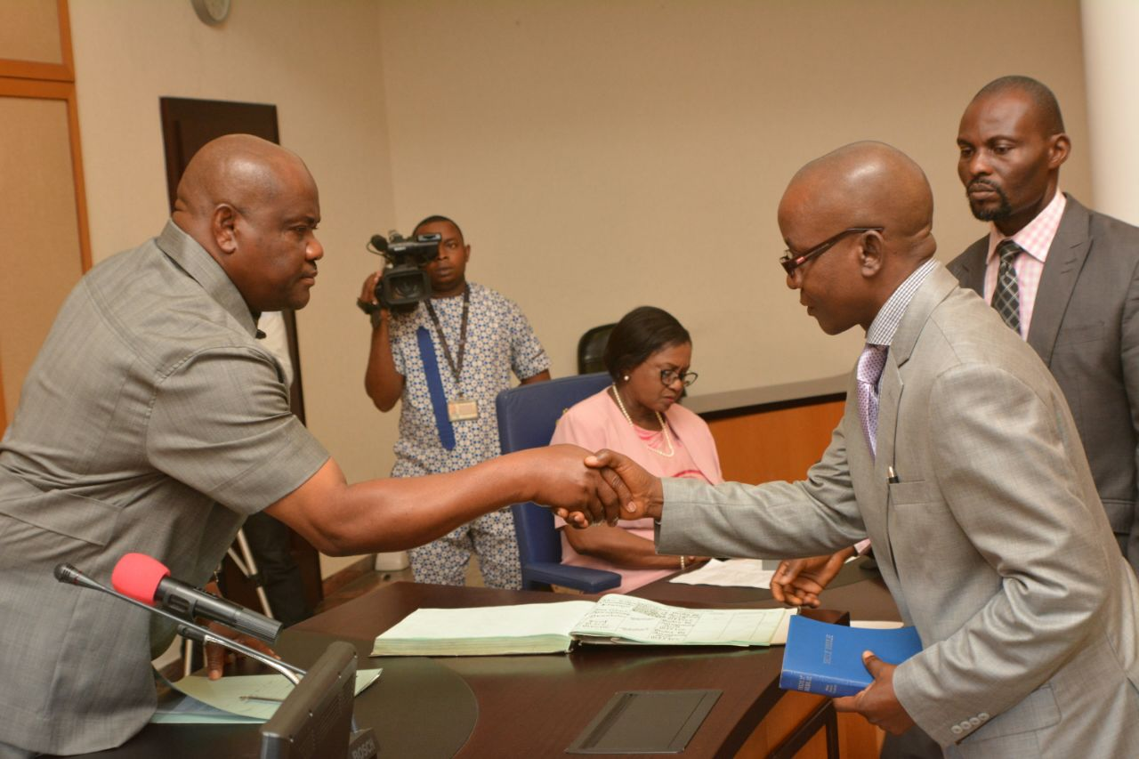 Rivers State Governor, Nyesom Wike shakes hand with the chairman of the Judicial Commission of Inquiry to investigate killings during the rerun elections, Justice Chinwendu Nwogu at the Government House Port Harcourt on Thursday