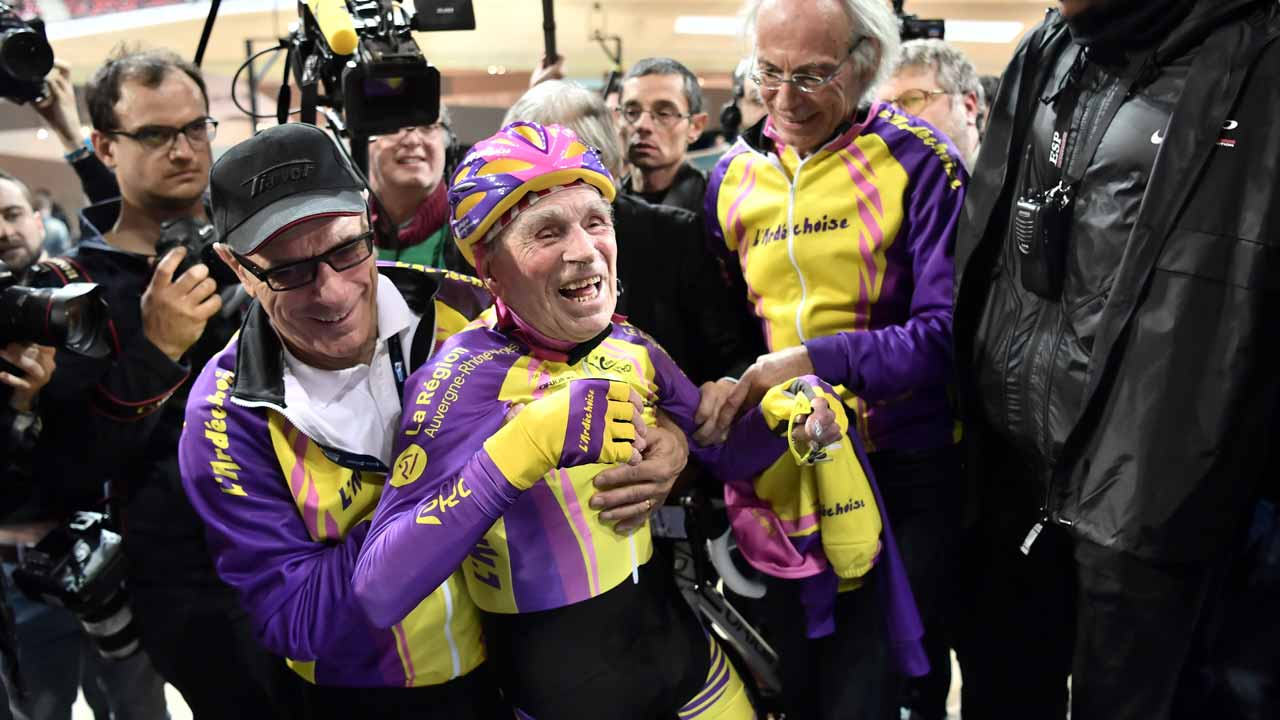 French centenarian cyclist Robert Marchand, 105 (C) reacts after setting a one-hour track cycling World record at 22.547m in the over-105 age group, at the Saint-Quentin-en-Yvelines race track on January 4, 2017. PHILIPPE LOPEZ / AFP