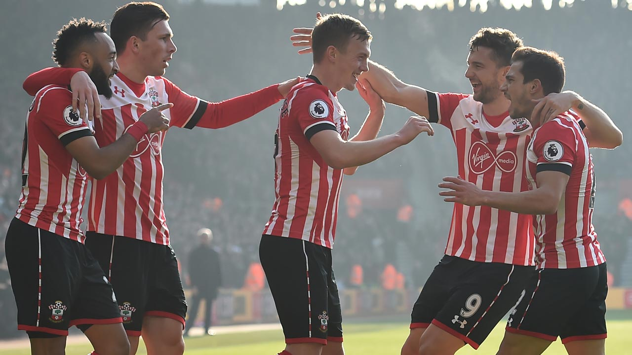 Southampton's English midfielder James Ward-Prowse (C) celebrates with teammates after scoring the opening goal of the English Premier League football match between Southampton and Leicester City at St Mary's Stadium in Southampton, southern England on January 22, 2017. Glyn KIRK / AFP