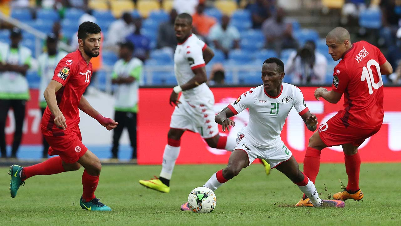 Tunisia's midfielders Ferjani Sassi and Wahbi Khazri (R) challenge Burkina Faso's midfielder Cyrille Bayala during the 2017 Africa Cup of Nations quarter-final football match between Burkina Faso and Tunisia at the Stade de l'Amitie Sino-Gabonaise in Libreville on January 28, 2017. PHOTO: Steve JORDAN / AFP