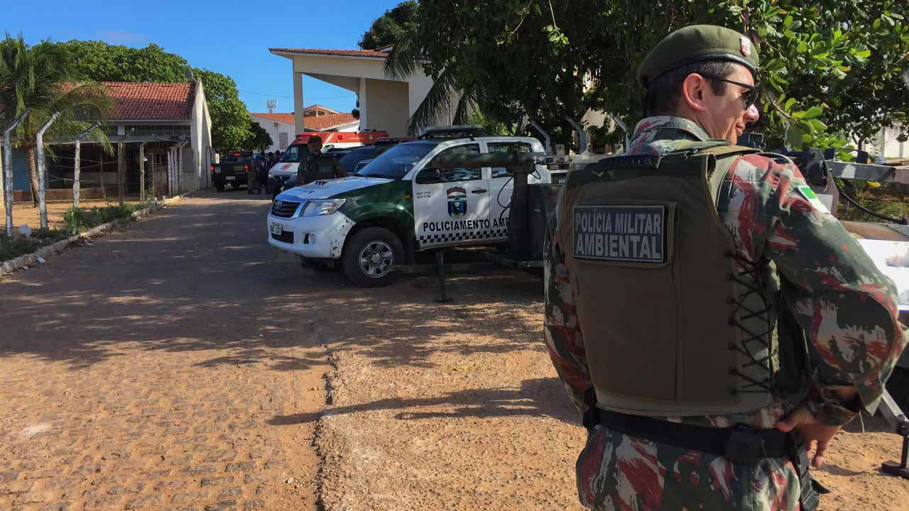 An agent of the Military Police stands guard at the Alcacuz Penitentiary Center near Natal, Rio Grande do Norte state, northeastern Brazil where a riot is thought to have killed more than 30 people, some of them beheaded on January 14, 2017. Officials said Sunday members of two separate drug gangs had come out of different parts of the prison and clashed violently.