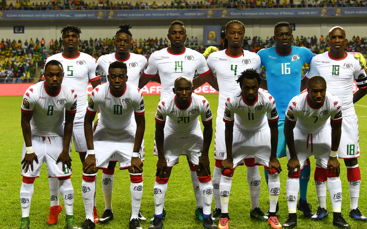 Burkina Faso's squad (back L-R) defender Patrick Malo, forward Bertrand Traore, defender Issoufou Dayo, defender Bakary Kone, goalkeeper Herve Kouakou Koffi, midfielder Charles Kabore, (L-R) midfielder Abdou Razack Traore, midfielder Alain Traore, defender Yacouba Coulibaly, forward Jonathan Pitroipa and midfielder Prejuce Nakoulma pose for a group picture ahead of the 2017 Africa Cup of Nations group A football match between Burkina Faso and Cameroon at the Stade de l'Amitie Sino-Gabonaise in Libreville on January 14, 2017. / AFP PHOTO / GABRIEL BOUYS