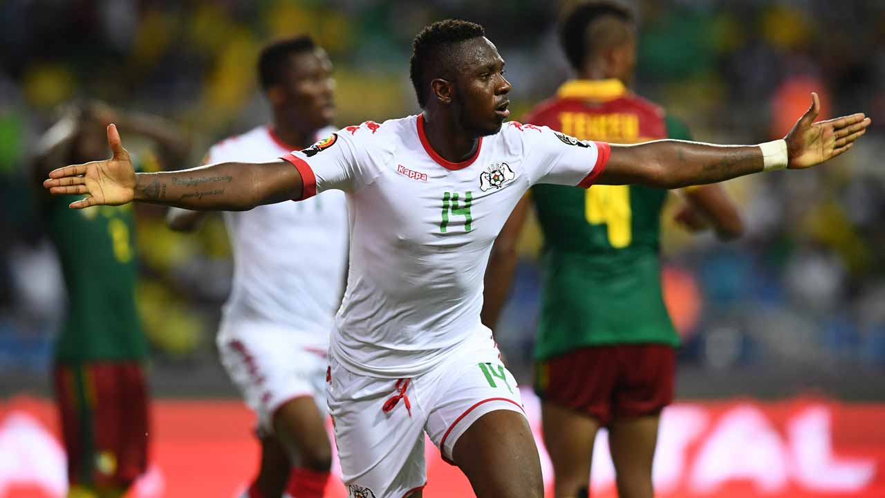 Burkina Faso's defender Issoufou Dayo celebrates after scoring a goal during the 2017 Africa Cup of Nations group A football match between Burkina Faso and Cameroon at the Stade de l'Amitie Sino-Gabonaise in Libreville on January 14, 2017. GABRIEL BOUYS / AFP