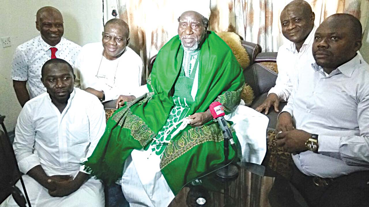 Founder of Luthful-lah international, Sheikh Abd Malik Robiu Adebayo (middle); Alhaji Abdul Ganiyy Alimson (second right), and other members of the group during a press conference in Lagos.